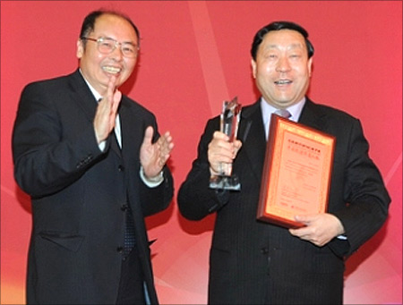 SGCC President Liu Zhenya (R) selected as 2012 China Energy Man of the Year.