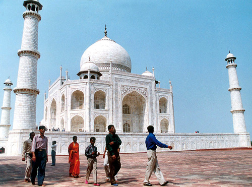 An unusually few number of tourists are seen visiting Taj Mahal.