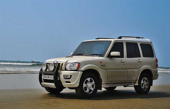 Scorpio was bestowed with a two tone exterior along with a two tone grey and beige interior in 2004.