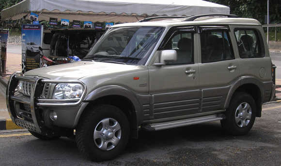 The SUV looked polished with the presence of 16 inch wheels in 2005.