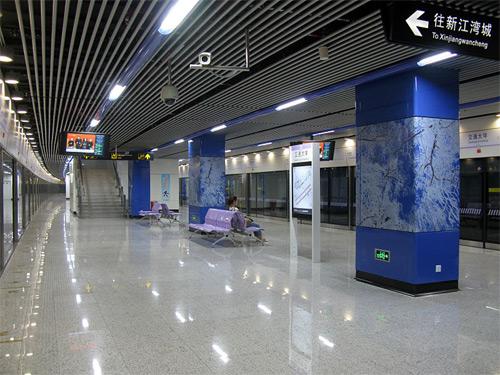 Line 10 Platform of Jiaotong University Station, Shanghai Metro.