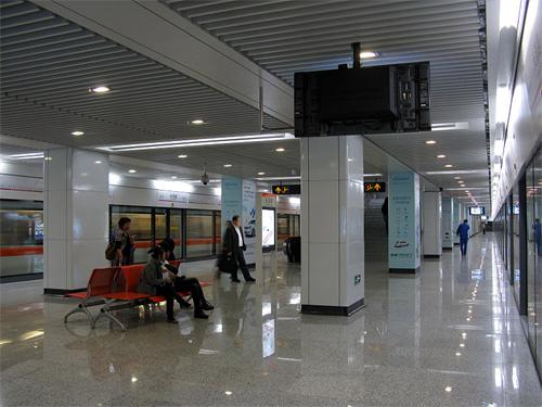 Line 7 Platform of Changqing Road Station, Shanghai Metro.