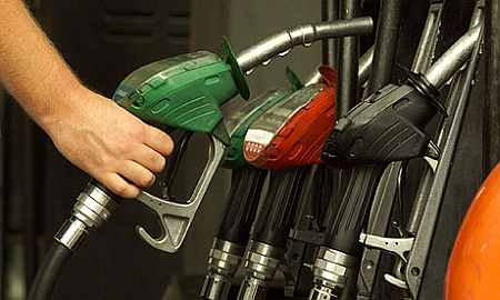 Oil cos put off petrol price cut due to weak rupee