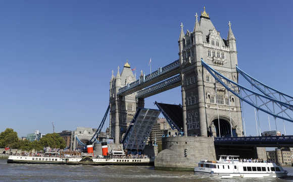 PS Waverley, the last seagoing passenger carrying paddle steamer in the world, makes it's way under Tower Bridge, London.