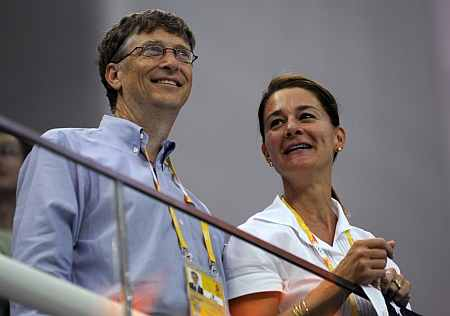 r Bill Gates (L) and his wife Melinda Gates
