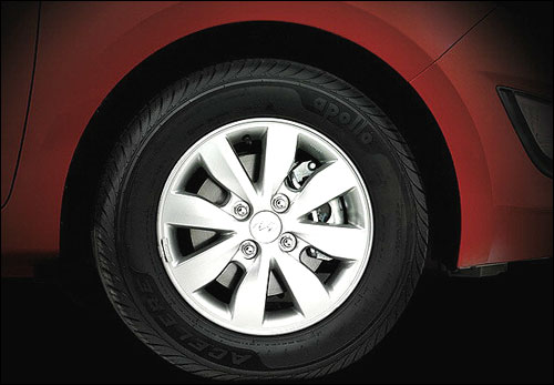 Wheel of Hyundai i20.