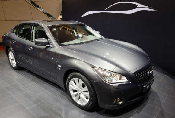Infiniti M35 hybrid is shown in Geneva.