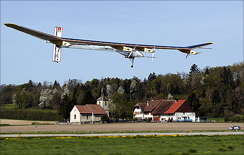 Amazing photos of a solar-powered aircraft