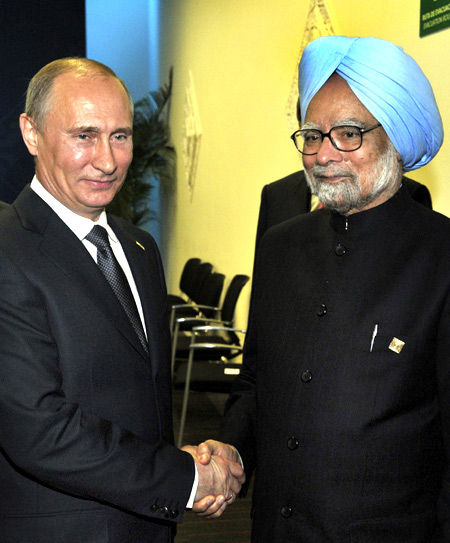 Russia's President Vladimir Putin (L) shakes hands with India's Prime Minister Manmohan Singh during their meeting at the G20 summit in Los Cabos.