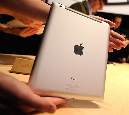 Apple unveils iPad 3