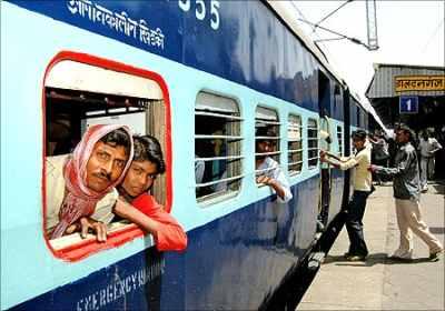 Rail Budget: Montek hails Railways move to create tariff body