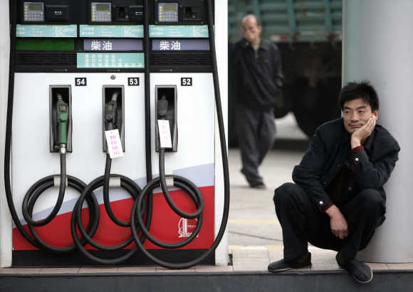 A driver waits to fill his vehicle with diesel fuel at a petrol station in Hangzhou, east China's Zhejiang province.