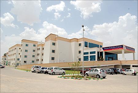 Narayanahospitals.com