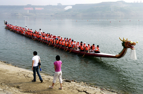 Rowers sit in a 62 metres (203.4 feet) long dragon boat on the Yangtze River in Zigui County, Hubei province.