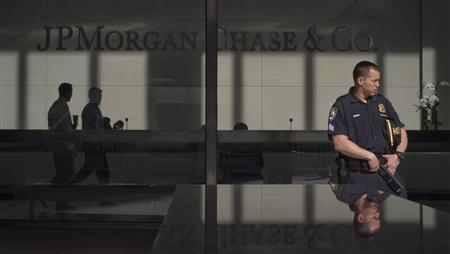 A policeman stands guard outside the JP Morgan headquarters in New York