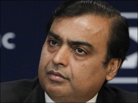 Moody's cuts RIL credit rating to negative