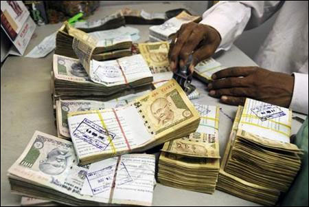 No need to panic over falling rupee: FM