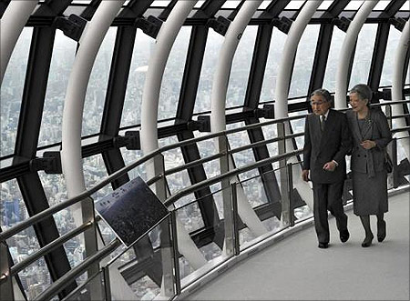 Japanese Emperor Akihito (L) and Empress Michiko look out from the 450m (1,480 ft) high observatory at the Tokyo Sky Tree
