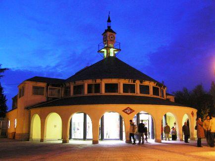 Lago Subway Station.