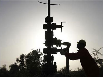 No proposal to hike RIL gas price till 2014, says govt
