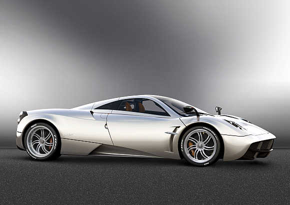 Amazing images of Pagani's supercar Huayra