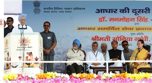 Manmohan Singh addressing at the launch of Aadhaar Enabled Service Delivery, in Dudu, Jaipur, Rajasthan on October 20.