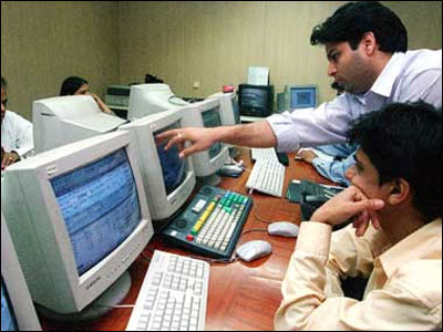 Stay invested in Fidelity scheme: Advisors