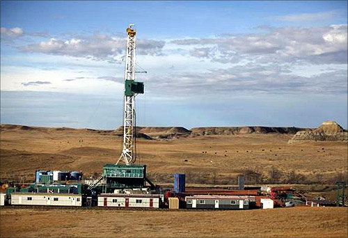 A True Company oil drilling rig outside Watford, North Dakota, October 20, 2012. Thousands of people have flooded into North Dakota to work in the state's oil drilling boom.