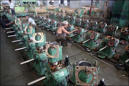 India's manufacturing growth slips to 9-mth low