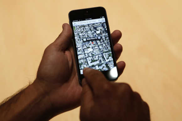 A member of the media uses the map function of iPhone 5.