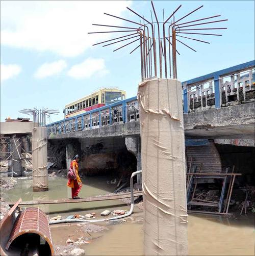 Kochi Metro construction.