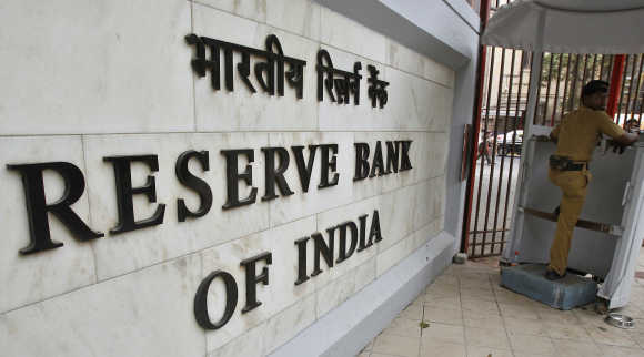 RBI cuts CRR by 25 bps, policy rates unch