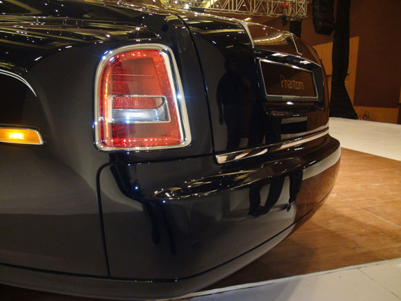 Redesigned rear bumper for the Phantom Series II has a polished stainless steel highlight.