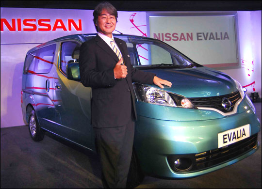 Nissan Evalia vs its three rivals