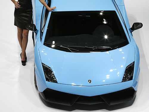 A model poses next to a Lamborghini Gallardo LP570-4 Superleggara