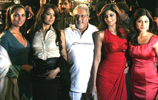 Kingfisher Airlines promoter Vijay Mallya with Bollywoord actresses.