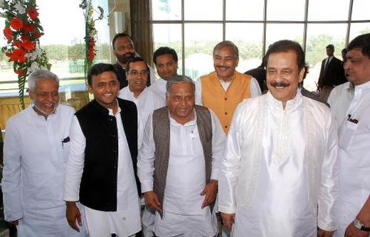 Chairman Sahara India Pariwar Subrata Roy (r) with Uttar Pradesh Chief Minister Akhilesh Yadav (second from left) and Mulayam Singh Yadav (c).