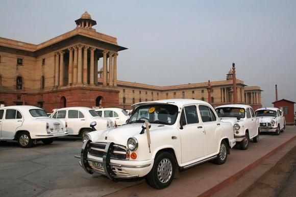 VIP cars parked outside Rashtrapati Bhavan.