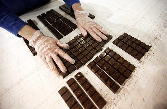 Stunning images reveal how chocolate is made
