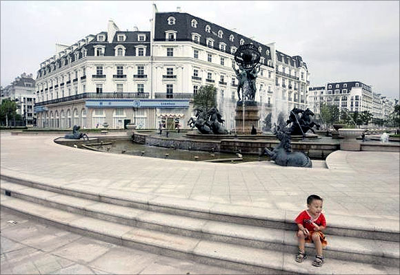 'China's Paris' turns into a ghost city