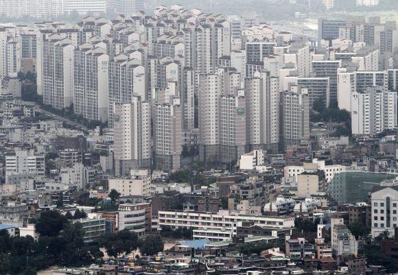 Seoul skyline.