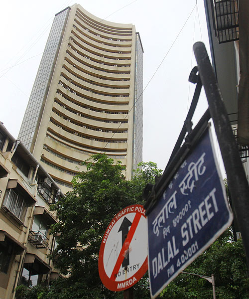 Markets gain on rupee recovery, Ranbaxy zooms 28%