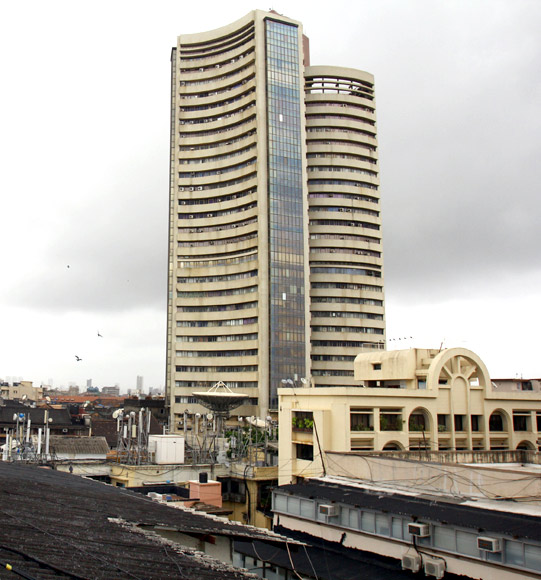Sensex gains 39 points amid volatile session
