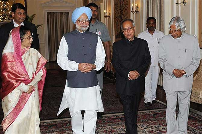 President Pranab Mukherjee with former Presidents Pratibha Patil and APJ Abdul Kalam and Prime Minister Manmohan Singh.
