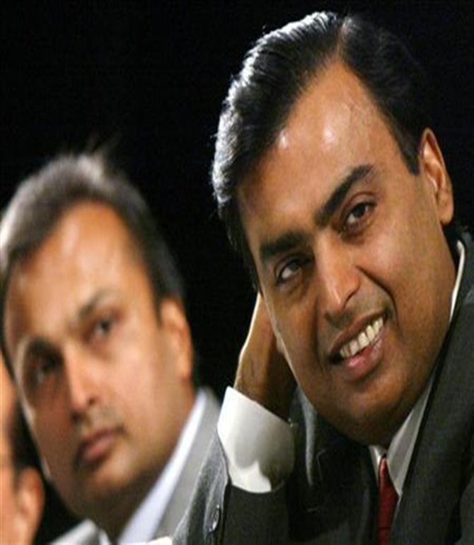 Mukesh Ambani (R) with brother Anil Ambani.