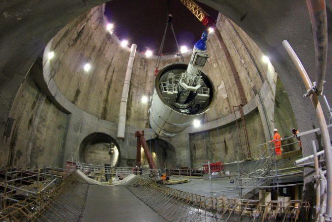 Crossrail TBM Elizabeth lowered into the main shaft.