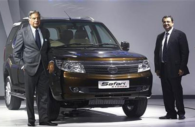 Ratan Tata (L) and Cyrus Mistry pose with Safari-Storme.