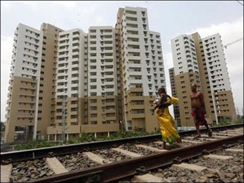 Weak rupee draws NRIs to Indian realty
