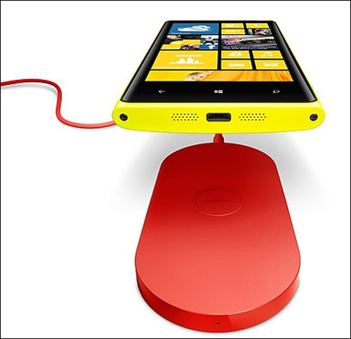 Now you don't need to plug your Nokia Lumia 920 in to charge. Just put it on a wireless charger and you're good to go.