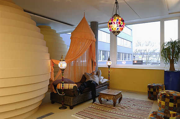 Amazing photos of google 39 s office in switzerland rediff for Oficinas zurich